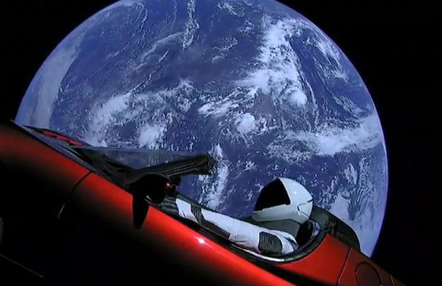 Ракета Falcon Heavy вместе с«Теслой» отправила вкосмос секретный груз