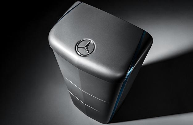 Компания Мерседес-Бенс создала пообразу иподобию аккумулятора Tesla