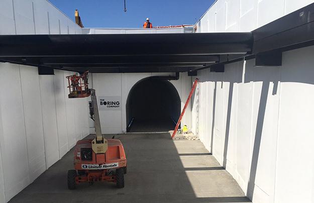 И.Маск обнародовал  тестирования  платформы для подземных тоннелей