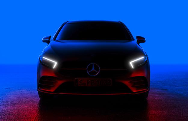 Mercedes продемонстрировал тизер 5-дверного хэтчбека A-Class обновленного поколения