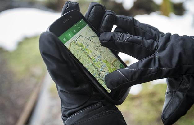 Компания Ягуар Ленд-Ровер выпустила очень живучий телефон