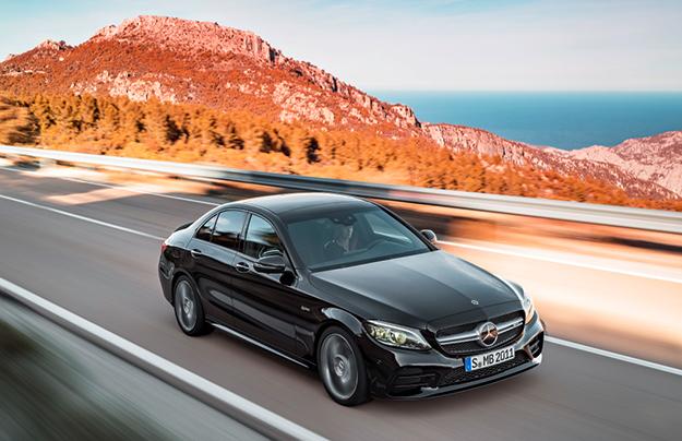Четырёхдверное купе Mercedes-AMGGT засветилось натизерах